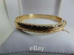 9ct Gold Beautiful Engraved Bangle b929