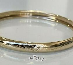 9ct solid gold engraved bangle 9.13g