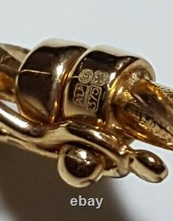 Beautiful 9ct Gold 60x52mm Hinged Bangle with locking clasp and aligning tongue