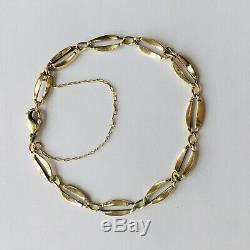 Lovely 9 Ct Gold Classic Bracelet, Oval Shaped Links and Clasp End 5.9 Grams